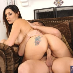 Raylene in 'Naughty America' and Johnny Castle in My Friends Hot Mom (Thumbnail 6)