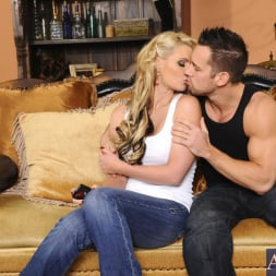 Phoenix Marie in 'Naughty America' and Johnny Castle in My Dad's Hot Girlfriend (Thumbnail 2)