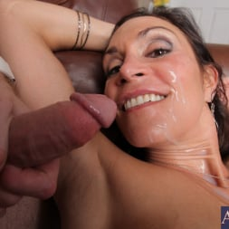 Raven LeChance in 'Naughty America' and Levi Cash in My Friends Hot Mom (Thumbnail 15)