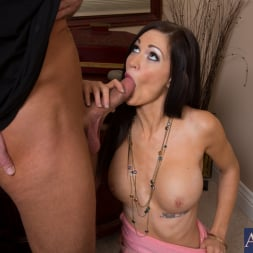 Kendall Karson in 'Naughty America' and Bill Bailey in My Dad's Hot Girlfriend (Thumbnail 12)