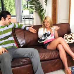 Laela Pryce in 'Naughty America' and Giovanni Francesco in My Friend's Hot Girl (Thumbnail 1)
