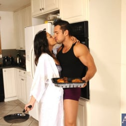 Gigi Loren in 'Naughty America' and Johnny Castle in Latin Adultery (Thumbnail 4)