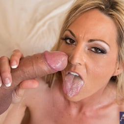 Sindy Lange in 'Naughty America' and Mr. Pete in Seduced by a cougar (Thumbnail 15)