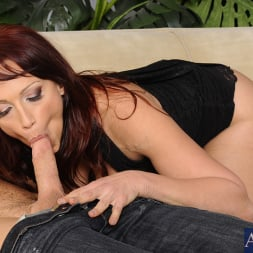 Nicki Hunter in 'Naughty America' and Johnny Castle in Seduced by a cougar (Thumbnail 4)