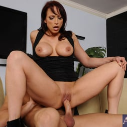 Nicki Hunter in 'Naughty America' and Johnny Castle in Seduced by a cougar (Thumbnail 5)