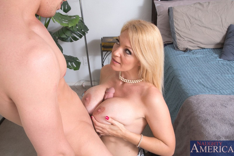 Charlee Chase Skylar Madison Suck Their Wet Snatch In Bed