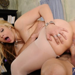 Sarah Vandella in 'Naughty America' and Johnny Castle in Naughty Office (Thumbnail 8)