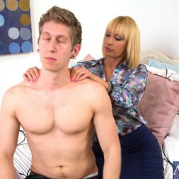 Mellanie Monroe in 'Naughty America' and Danny Wylde in My Friends Hot Mom (Thumbnail 1)