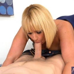 Mellanie Monroe in 'Naughty America' and Danny Wylde in My Friends Hot Mom (Thumbnail 4)