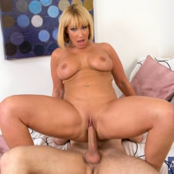 Mellanie Monroe in 'Naughty America' and Danny Wylde in My Friends Hot Mom (Thumbnail 8)