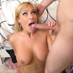 Mellanie Monroe in 'Naughty America' and Danny Wylde in My Friends Hot Mom (Thumbnail 11)