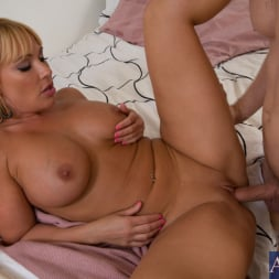 Mellanie Monroe in 'Naughty America' and Danny Wylde in My Friends Hot Mom (Thumbnail 15)