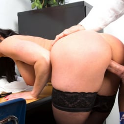 Kendra Lust in 'Naughty America' and Johnny Castle in My First Sex Teacher (Thumbnail 6)
