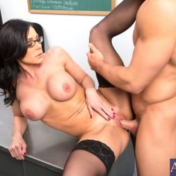Kendra Lust in 'Naughty America' and Johnny Castle in My First Sex Teacher (Thumbnail 10)