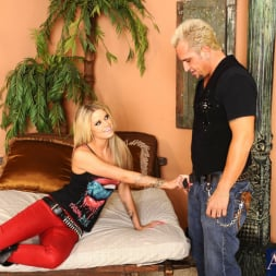 Jessa Rhodes in 'Naughty America' and Barret Blade in My Dad's Hot Girlfriend (Thumbnail 2)