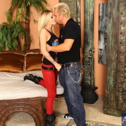Jessa Rhodes in 'Naughty America' and Barret Blade in My Dad's Hot Girlfriend (Thumbnail 3)