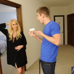 Erica Lauren in 'Naughty America' and Danny Wylde in Seduced by a cougar (Thumbnail 2)