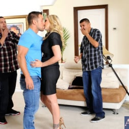 Julia Ann in 'Naughty America' and Johnny Castle in My Friends Hot Mom (Thumbnail 2)