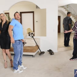 Julia Ann in 'Naughty America' and Johnny Castle in My Friends Hot Mom (Thumbnail 3)