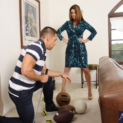 Raquel DeVine in 'Naughty America' and Johnny Castle in Seduced by a cougar (Thumbnail 1)