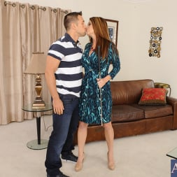 Raquel DeVine in 'Naughty America' and Johnny Castle in Seduced by a cougar (Thumbnail 12)