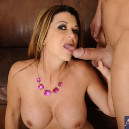 Raquel DeVine in 'Naughty America' and Johnny Castle in Seduced by a cougar (Thumbnail 15)