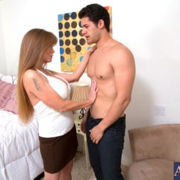 Darla Crane in 'Naughty America' and Giovanni Francesco in My Friends Hot Mom (Thumbnail 3)