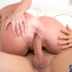 Darla Crane in 'Naughty America' and Giovanni Francesco in My Friends Hot Mom (Thumbnail 9)