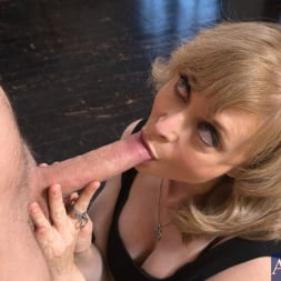 Nina Hartley in 'Naughty America' and Danny Wylde in Seduced by a cougar (Thumbnail 5)