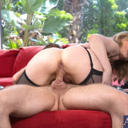 Nina Hartley in 'Naughty America' and Danny Wylde in Seduced by a cougar (Thumbnail 9)