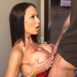 McKenzie Lee in 'Naughty America' and Alan Stafford in My Friends Hot Mom (Thumbnail 6)