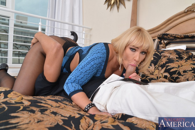 Seduced by a cougar mellanie monroe