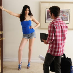 Diana Prince in 'Naughty America' and Logan Pierce in Seduced by a cougar (Thumbnail 1)