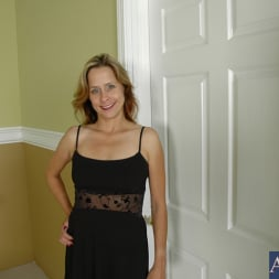 Payton Leigh in 'Naughty America' and Kris Slater in My Friends Hot Mom (Thumbnail 2)