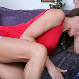 Michelle Lay in 'Naughty America' and Chris Johnson in My Friends Hot Mom (Thumbnail 4)