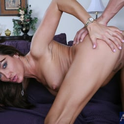 Michelle Lay in 'Naughty America' and Chris Johnson in My Friends Hot Mom (Thumbnail 14)