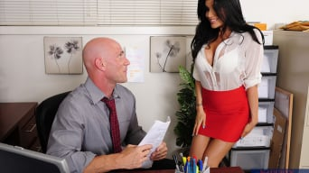 Romi Rain en 'and Johnny Sins in Naughty Office'