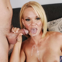 Tyann Mason in 'Naughty America' and Jack Venice in My Friends Hot Mom (Thumbnail 15)