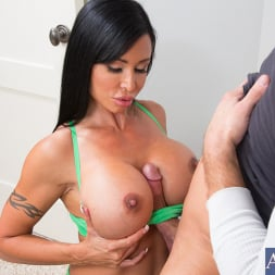 Jewels Jade in 'Naughty America' and Bill Bailey in Seduced by a cougar (Thumbnail 4)