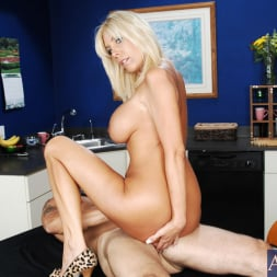 Misty Vonage in 'Naughty America' and Alan Stafford in My Friends Hot Mom (Thumbnail 9)