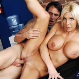 Misty Vonage in 'Naughty America' and Alan Stafford in My Friends Hot Mom (Thumbnail 10)