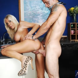 Misty Vonage in 'Naughty America' and Alan Stafford in My Friends Hot Mom (Thumbnail 12)