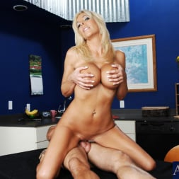 Misty Vonage in 'Naughty America' and Alan Stafford in My Friends Hot Mom (Thumbnail 13)