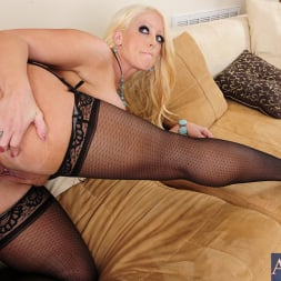 Alura Jenson in 'Naughty America' and Bill Bailey in My Friends Hot Mom (Thumbnail 9)