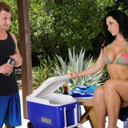 Jayden Jaymes in 'Naughty America' and Bill Bailey in My Dad's Hot Girlfriend (Thumbnail 2)