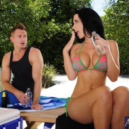 Jayden Jaymes in 'Naughty America' and Bill Bailey in My Dad's Hot Girlfriend (Thumbnail 12)