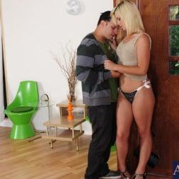 Tara Lynn Foxx in 'Naughty America' and Anthony Rosano in Neighbor Affair (Thumbnail 4)