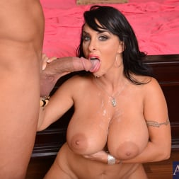Holly Halston in 'Naughty America' and Pike Nelson in My Friends Hot Mom (Thumbnail 11)
