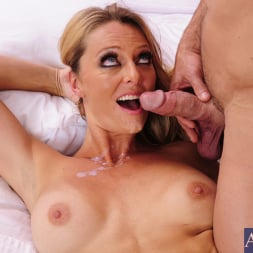 Brenda James in 'Naughty America' and Johnny Castle in Seduced by a cougar (Thumbnail 5)