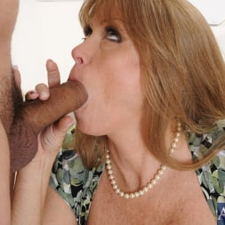 Darla Crane in 'Naughty America' and Anthony Rosano in My Friends Hot Mom (Thumbnail 4)